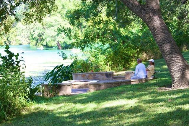 808 River Ranch Cir, Martindale, TX 78655