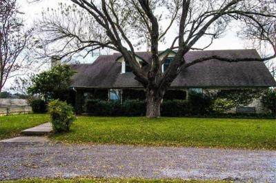 Photo of 800 County Road 138, Hutto, TX 78634