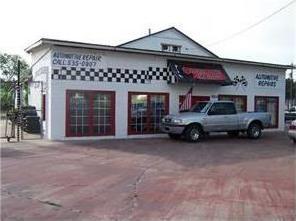1124 N Blanco St, Lockhart, TX 78644