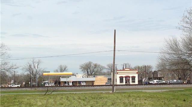 208 W Austin Ave, Hutto, TX 78634