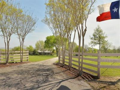 Photo of 1353 County Road 137, Hutto, TX 78634
