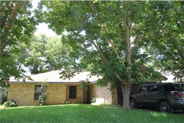 209 Nursery Dr, Lexington, TX 78947