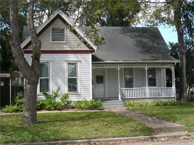 207 Hudgins St, Smithville, TX 78957