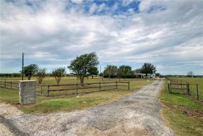 Photo of 2011 County Rd 118, Hutto, TX 78634