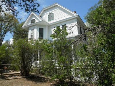Photo of 210 Academy Dr, Austin, TX 78704