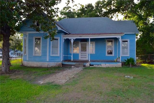 815 Wolters Ave, Schulenburg, TX 78956