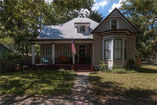 307 Gresham St, Smithville, TX 78957