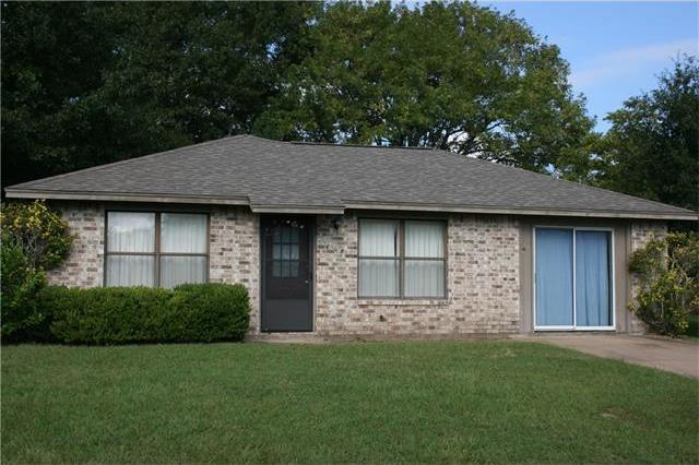 608 Hickory St, Smithville, TX 78957