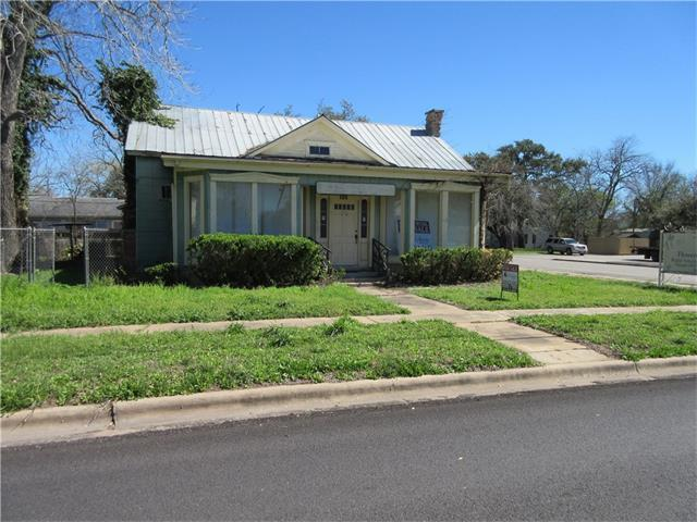 317 S Magnolia Ave, Luling, TX 78648