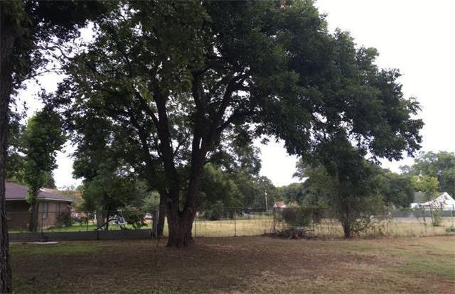 1511 N Travis Ave, Cameron, TX 76520