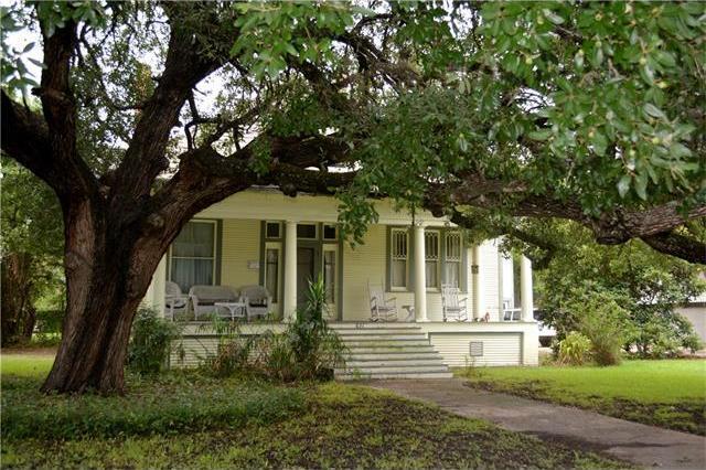 831 W San Antonio St, Lockhart, TX 78644