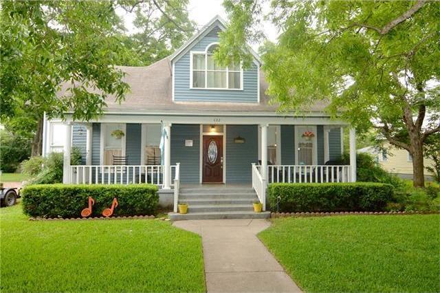 402 Hudgins St, Smithville, TX 78957