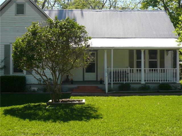 404 Hudgins St, Smithville, TX 78957