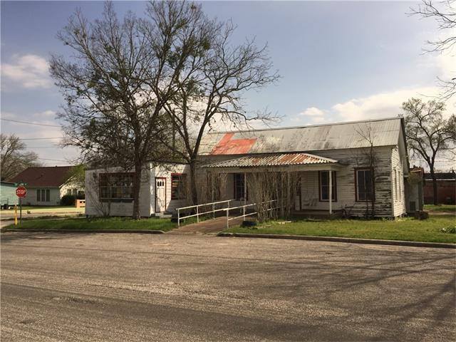402 Anderson St, Schulenburg, TX 78956