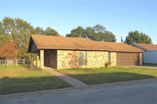 610 Miller St, Rockdale, TX 76567
