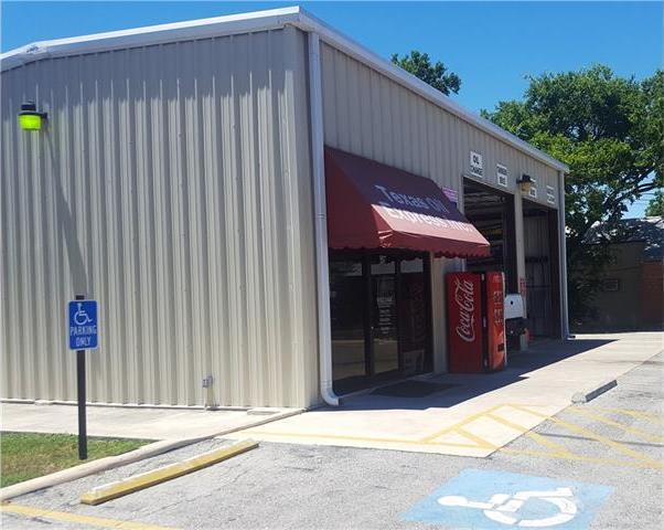 907 S Commerce St, Lockhart, TX 78644