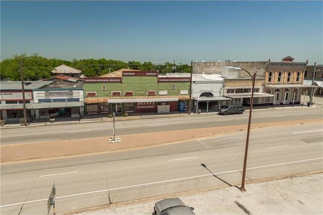 116 W North Main St, Flatonia, TX 78941