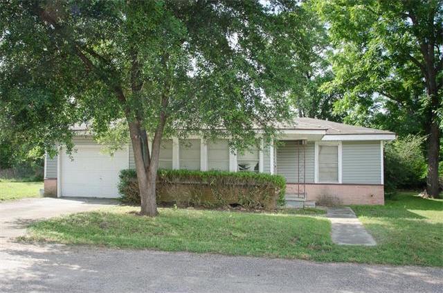 303 1st St, Rockdale, TX 76567
