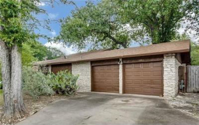 Photo of 10061 Woodland Village Dr, Austin, TX 78750