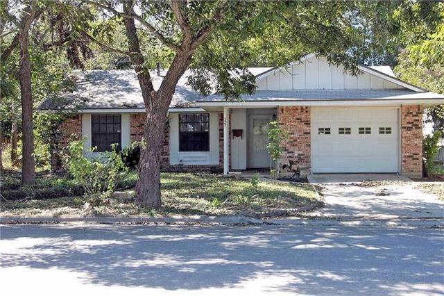 525 S Commerce St, Lockhart, TX 78644