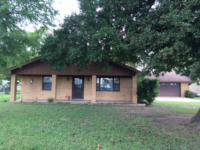 817 Kirkham Rd, Winchester, TX 78945