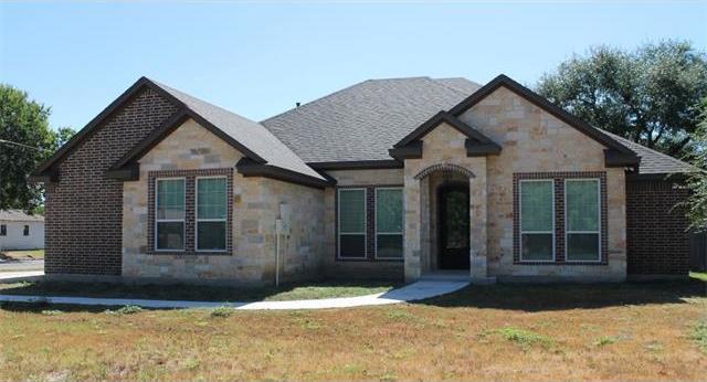 905 N Jackson St, Cameron, TX 76520