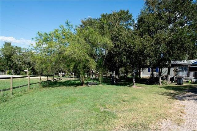 105 Oak Grove Cir, Dale, TX 78616