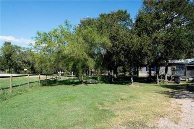 105 Oak Grove Cir, Dale, TX 78616