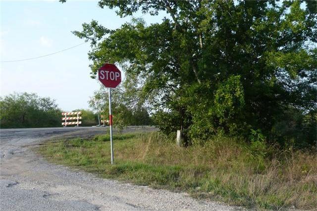 101 Holz Rd, Niederwald, TX 78640