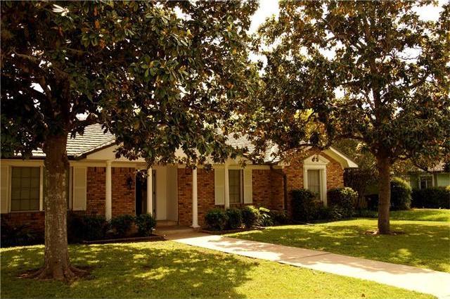 968 E Walnut St, La Grange, TX 78945