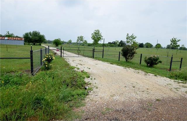 1555 Branecky Rd, Flatonia, TX 78941