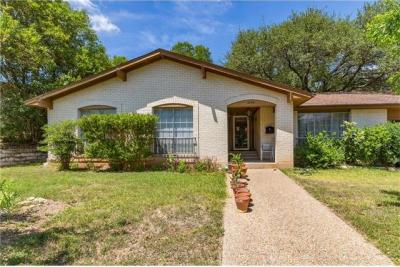 Photo of 2108 Four Oaks Ln, Austin, TX 78704