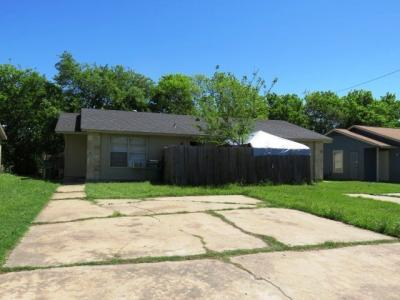 Photo of 516 Lenora Dr, Taylor, TX 76574