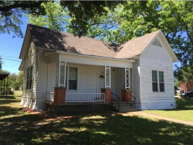 704 N Crockett Ave, Cameron, TX 76520