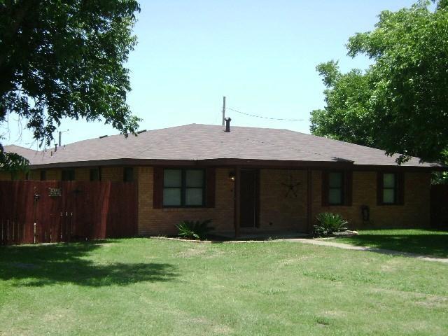 1614 Laurel St, Taylor, TX 76574