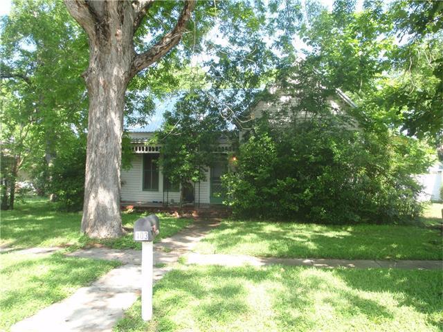 403 Short St, Smithville, TX 78957