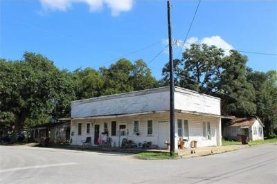Photo of 214 W Live Oak St, Lockhart, TX 78644