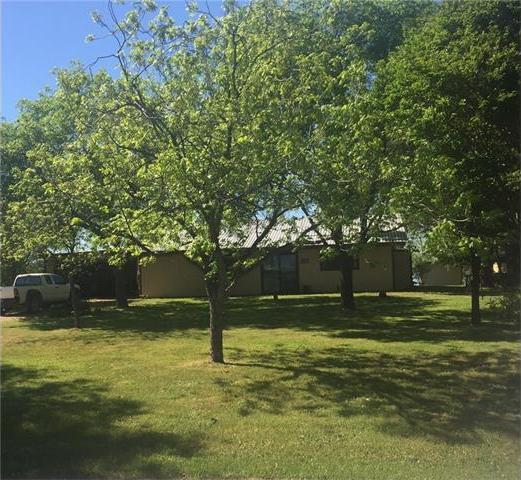 515 E Island Dr, Bluffton, TX 78607