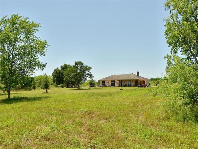 1871 Bridal Path Rd, Luling, TX 78648