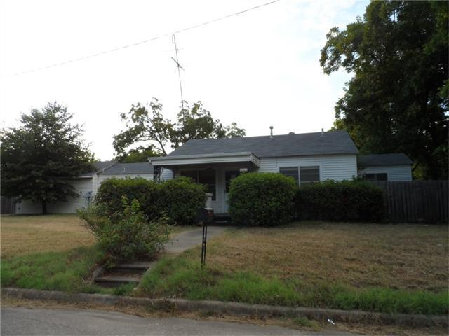 537 E Davilla Ave, Rockdale, TX 76567