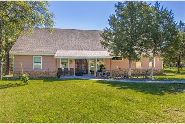 462 Green Valley Dr, Bastrop, TX 78602