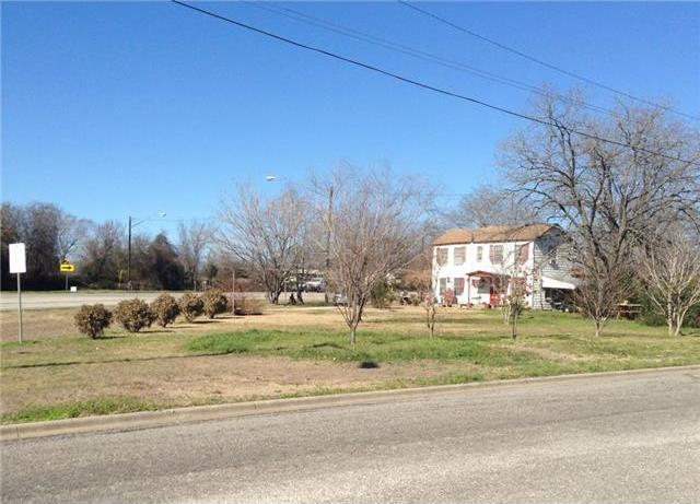 145 E Liberty St, Giddings, TX 78942