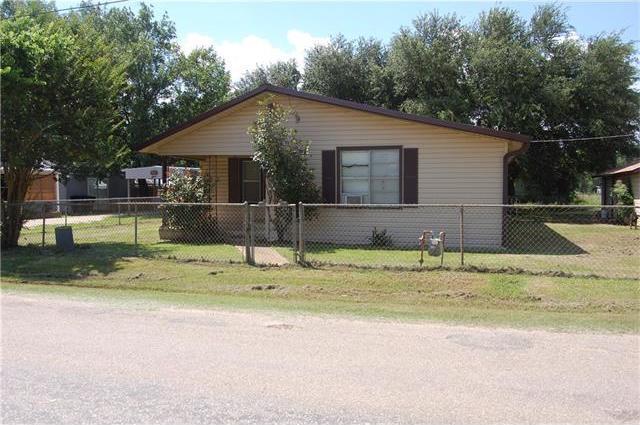 213 Cherry Dr, Lexington, TX 78947