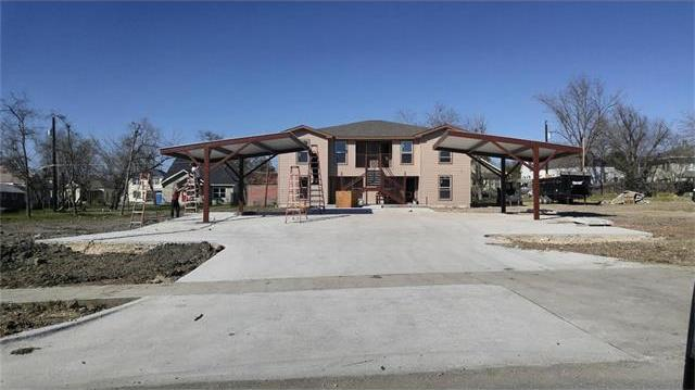 706 W 6th St, Taylor, TX 76574