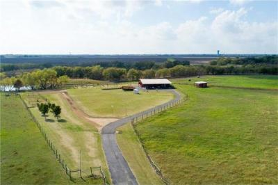 Photo of 150 Mustang Dr, Hutto, TX 78634