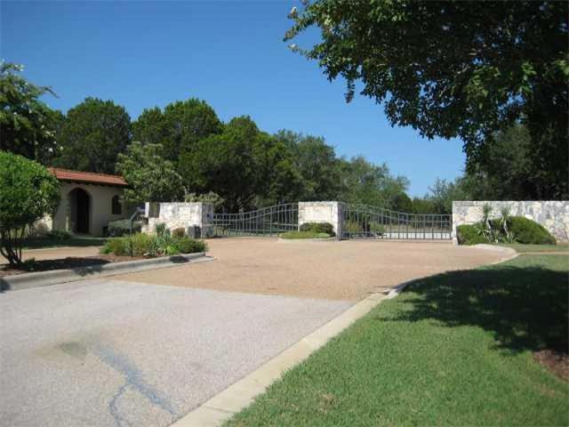 1611 Las Entradas Dr, Spicewood, TX 78669
