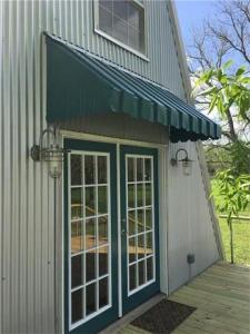 1101 Pecan Shores Dr, Smithville, TX 78957