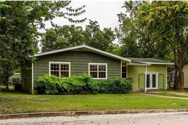 1813 Eckhardt St, Taylor, TX 76574