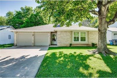 Photo of 10506 School House Ln, Austin, TX 78750