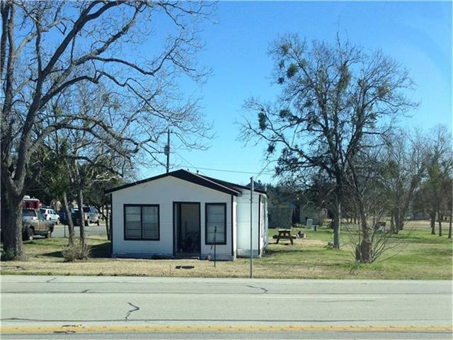 616 S Main St, Giddings, TX 78942